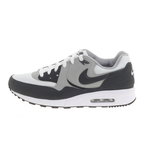 Nike - Air Max Light