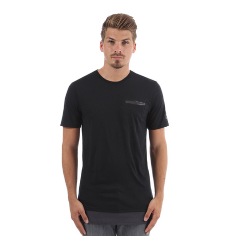 Nike - QT S+ Prem Essentials T-Shirt